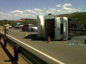 Truck overturns on N1 just before the Zambezi turnoff