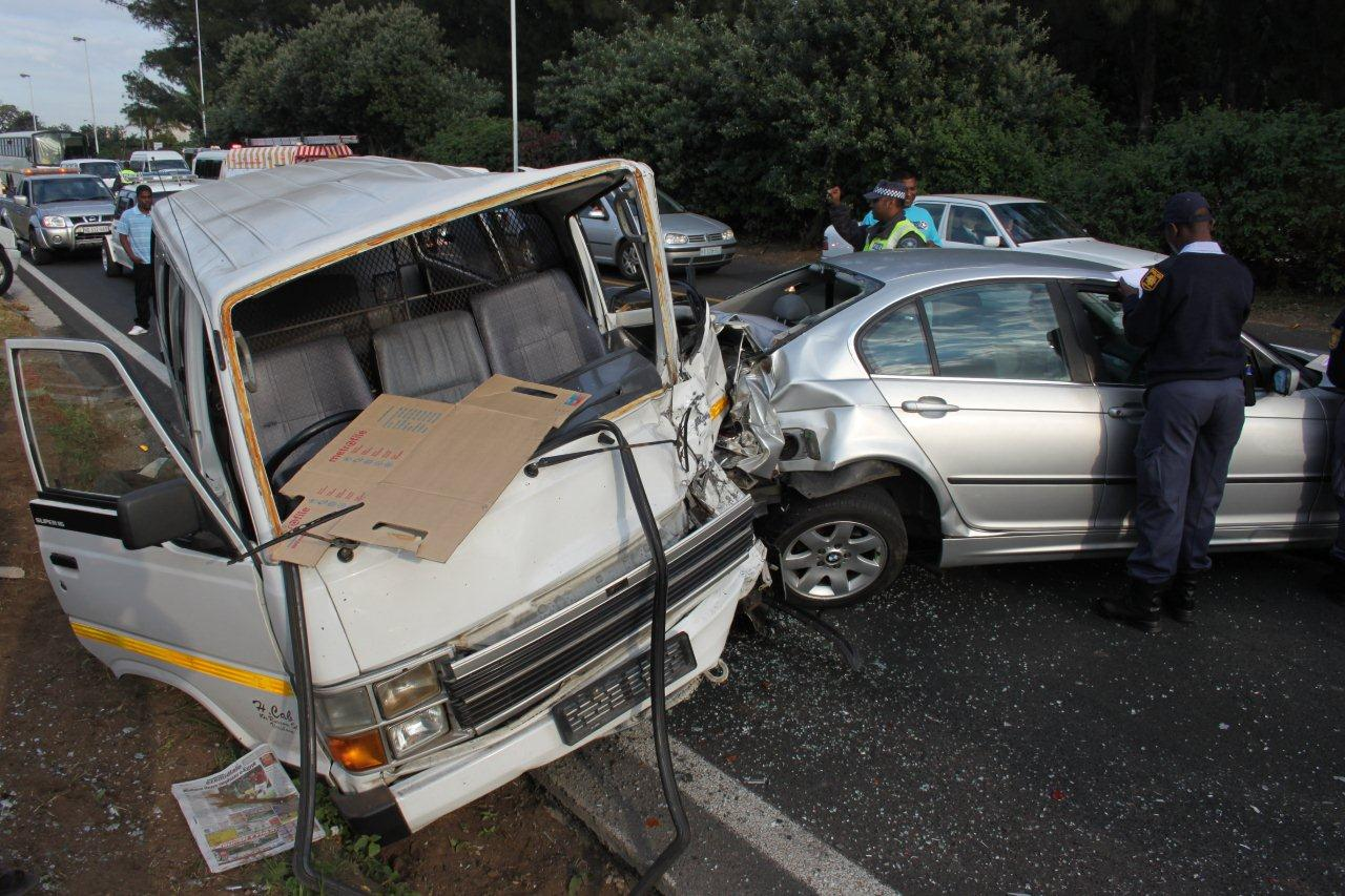 Early Morning Accident on M4 Leaves Fifteen Injured