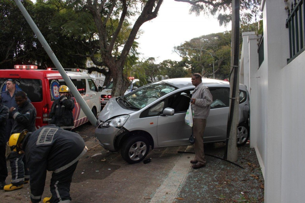 Car Crashes Into Light Pole And Wall in Durban