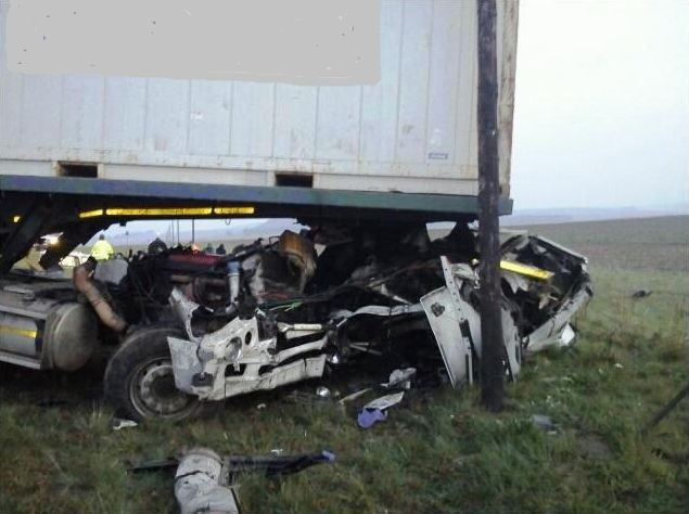 2 Trucks and a Bakkie collide on the N3 highway | Accidents co za