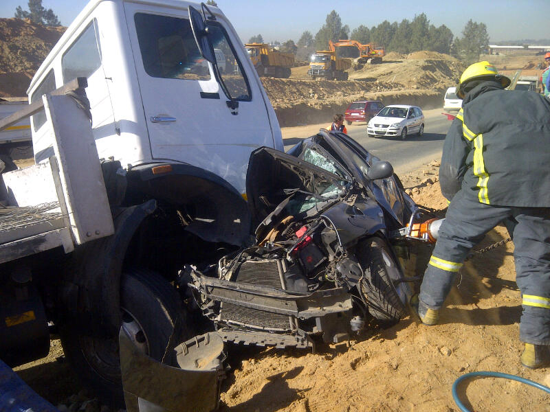 Head on collision in Dainfern claims a life
