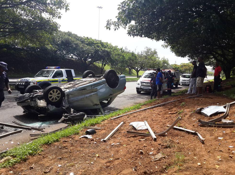 3 injured as vehicle crashes off bridge, Durban