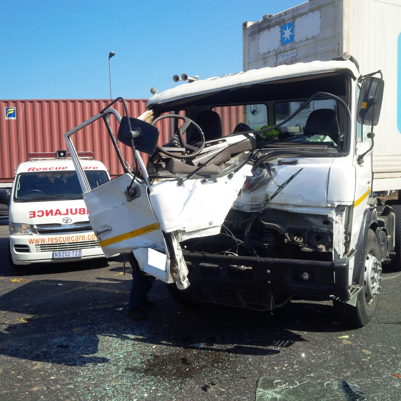 2 Injured after two trucks collided in Durban