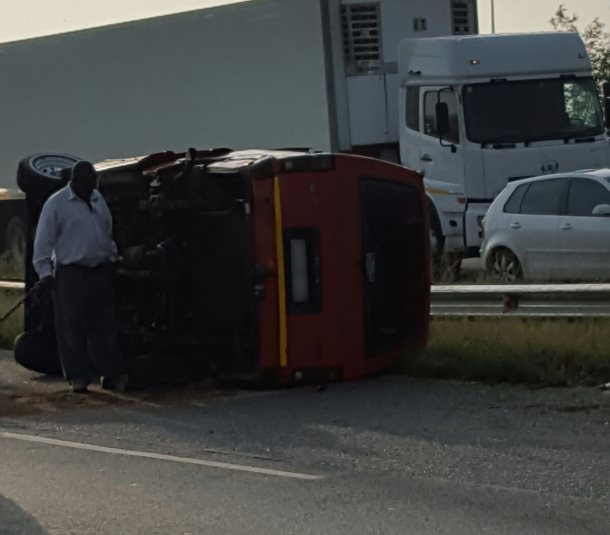 Taxi Overturns Injuring 13 On The M2 In Denver