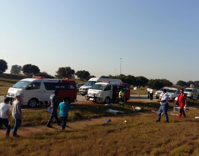 Man killed and five others injured after bakkie rolled off the N1 near Vanderbijlpark