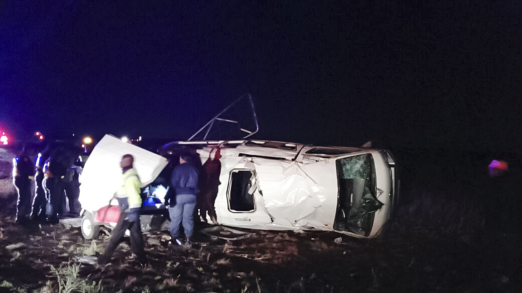Taxi rollover on N6 leaves 15 injured