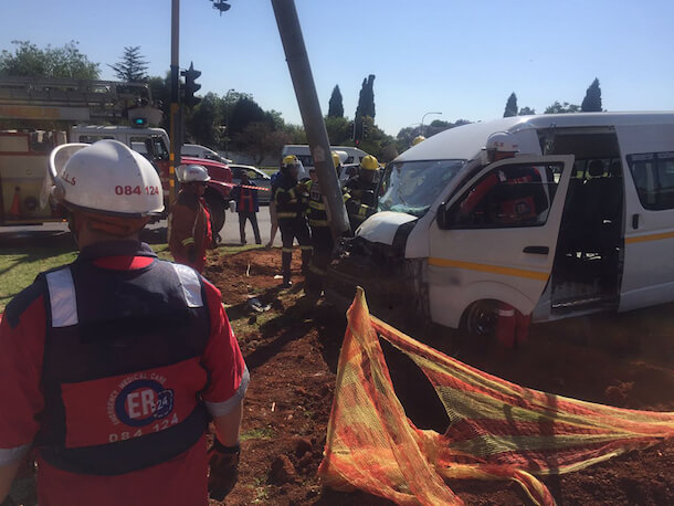 Taxi driver & 10 others injured after crashing into a light pole, Randburg