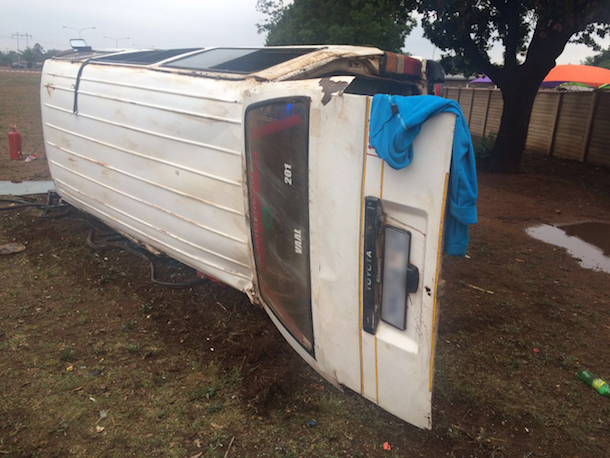 2 people injured after taxi overturns, Meyerton