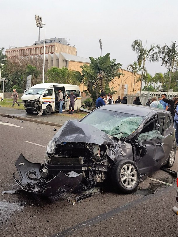 3 people injured after taxi & vehicle colides