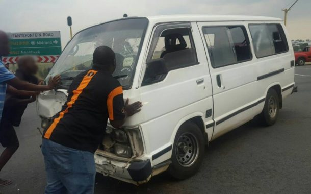 Taxi crash on Olifantsfontein Road over the N1, Midrand.