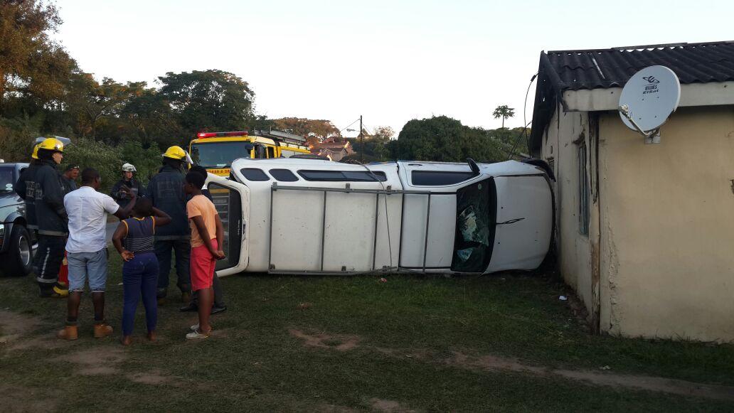 Bakkie rolls killing pedestrian in Amanzimtoti, KwaZulu-Natal.