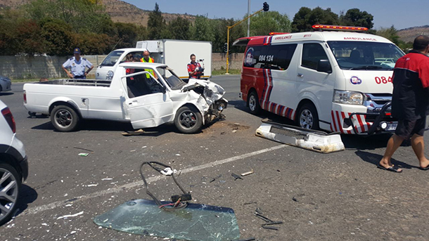 Strubens Valley bakkie and car collide leaving four injured