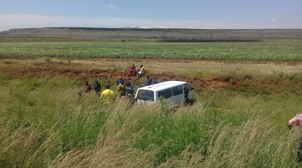 A Taxi veered off the road outside of Vosloosrus leaving seven injured