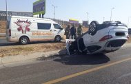 Vehicle rollover on the R21 leaves two injured