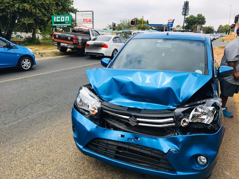 Two injured in a vehicle collision in Boskruin