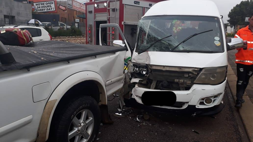 Multiple injured in a taxi collision in Jet Park