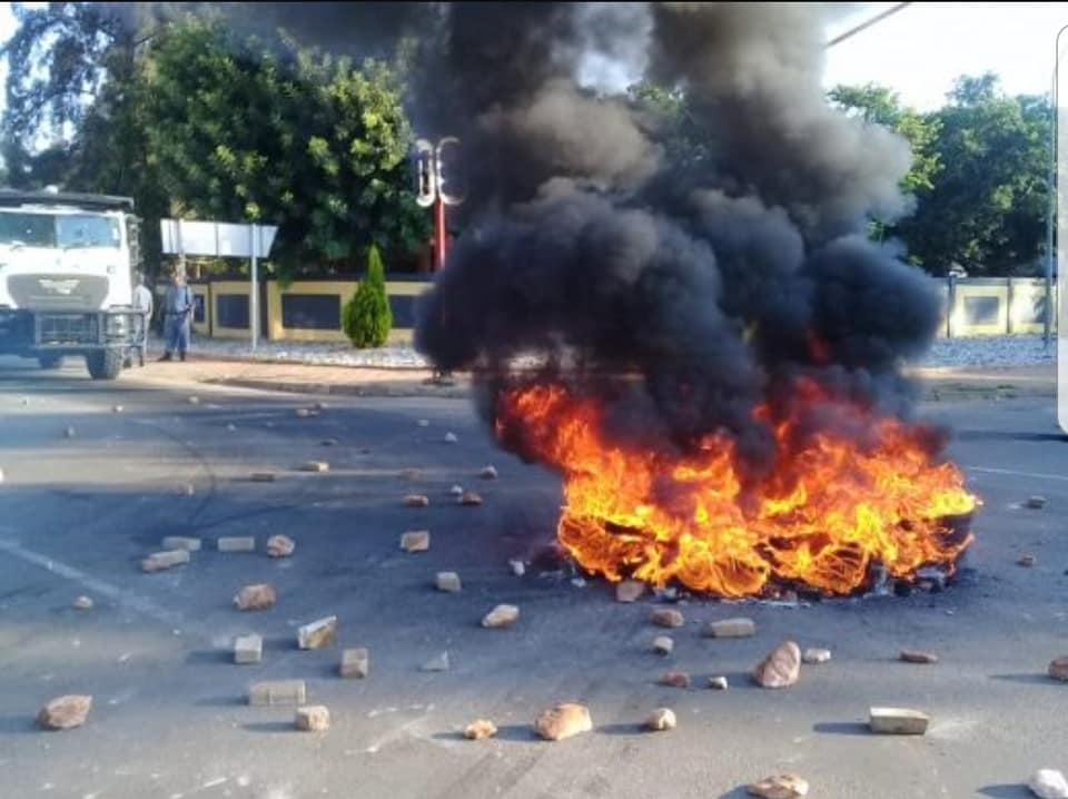 Youth from Flora Park have taken to the street this morning to voice their concern over service delivery and illegal activities